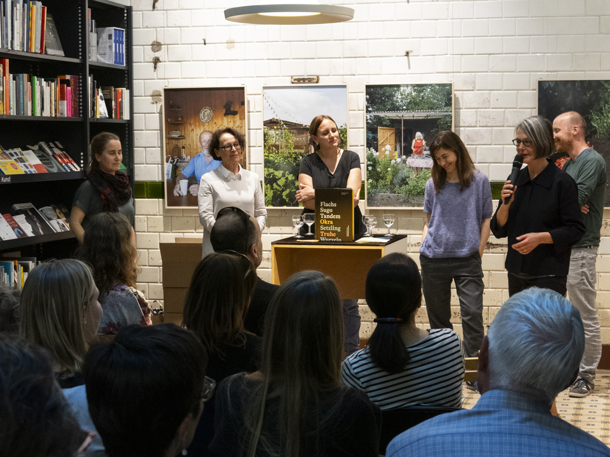 Vernissage-NeverStopReading-0608jpg